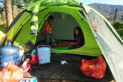 Keceriaan dalam tenda