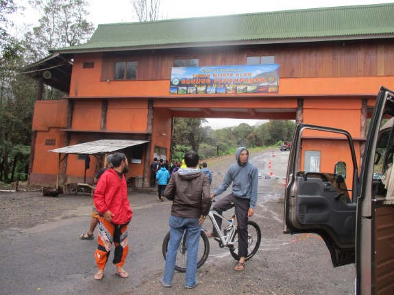Pintu gerbang Papandayan